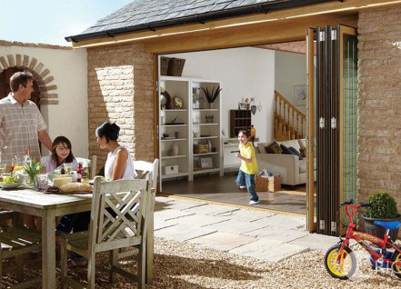 easifold-aluminium-bifold-door-boy-running-through-open-easifolds