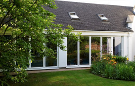 2-external-view-of-horizon-aluminium-bifold-door