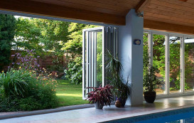 8-pool-and-closed-open-horizon-aluminium-bifold-door