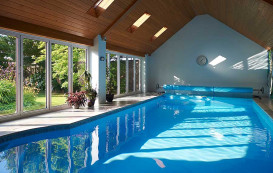 9-pool-and-closed-horizon-aluminium-bifold-door